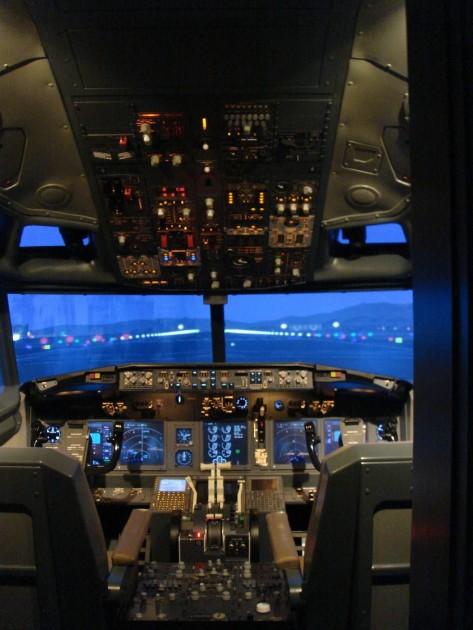Replica Boeing 737NG flight simulator