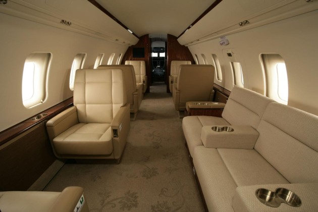 Bombardier Challenger 605 interior photo